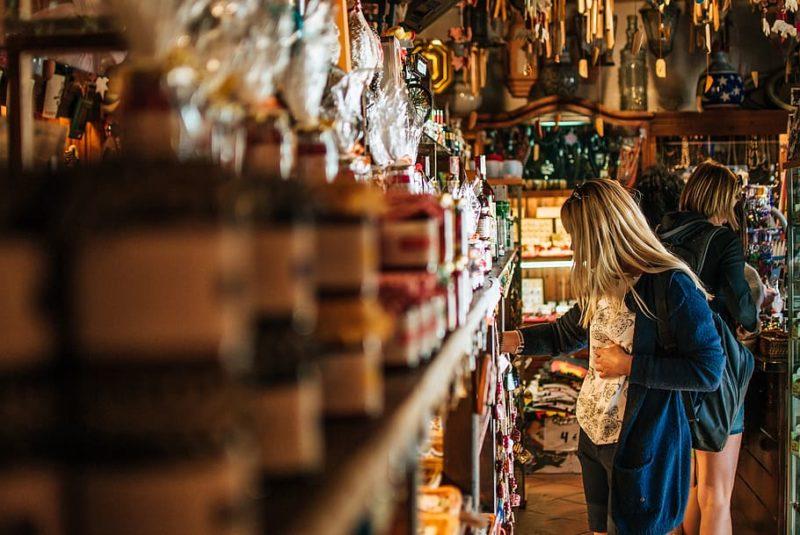 Диалог на английском в магазине подарков